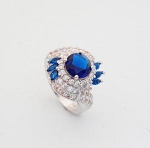 Дизайнерское кольцо «Вернисаж» с синими и прозрачными фианитами и родиевым покрытием купить. Цена 280 грн