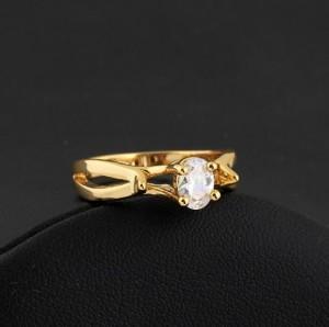 Интересное кольцо с овальным цирконом в высокой оправе с напылением арабским золотом фото. Купить