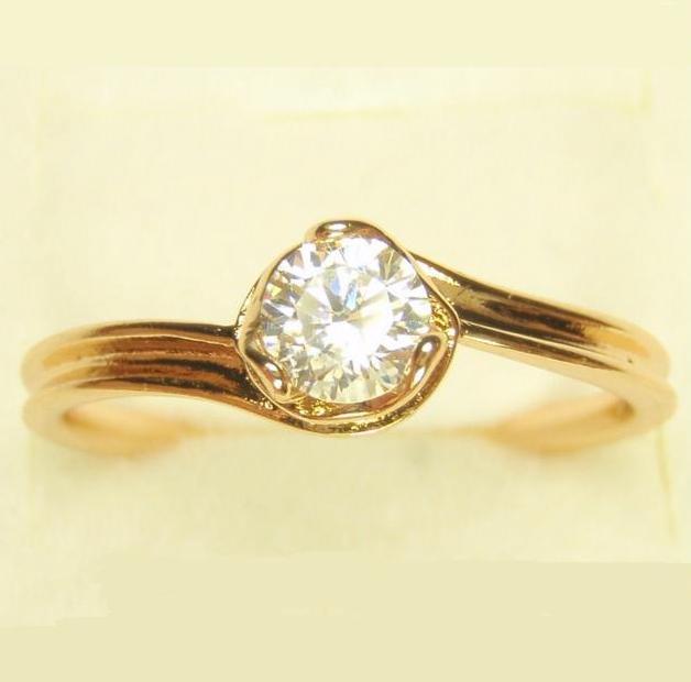 Обыкновенное кольцо «Ольвия» с одним небольшим камнем и качественным золотым напылением купить. Цена 100 грн