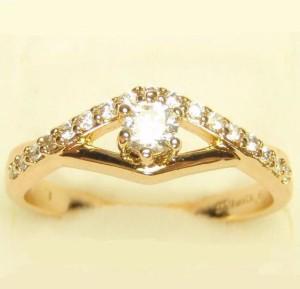 Аккуратное кольцо «Мгновение» с цирконами в тонкой оправе с золотым покрытием купить. Цена 155 грн или 485 руб.