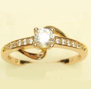Симпатичное кольцо «Событие» с прозрачными фианитами и качественным золотым напылением купить. Цена 165 грн