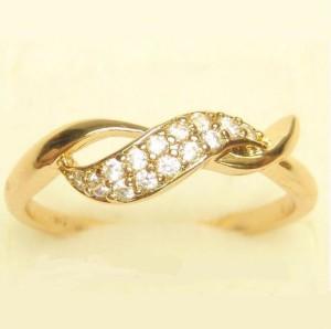 Вычурное кольцо «Переплёт» с мелкими цирконами в оправе с качественной позолотой купить. Цена 155 грн