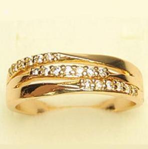 Круглое кольцо «Барханы» с тремя рядами фианитов в покрытой золотом оправе фото. Купить
