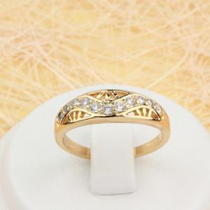 Позолоченное кольцо «Енисей» с волнистой дорожкой из прозрачных цирконов фото. Купить
