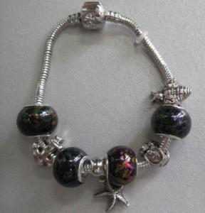 Морской браслет «Pandora» с тёмными бусинами и оригинальной застёжкой купить. Цена 175 грн или 550 руб.