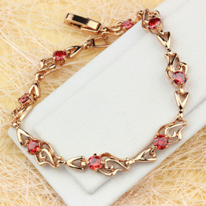 Милый браслет «Эстепона» с ажурными звеньями с позолотой и красными цирконами купить. Цена 350 грн или 1095 руб.