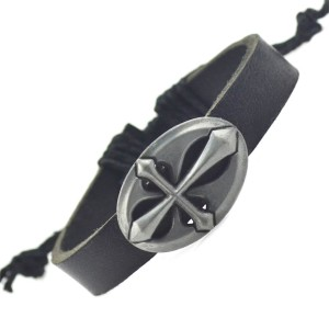 Кельтский браслет из чёрной кожи с металлическим щитом с изображением креста купить. Цена 89 грн или 280 руб.