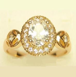 Покрытое золотом кольцо «Благородное» с овальным цирконом в оправе из маленьких фианитов фото. Купить