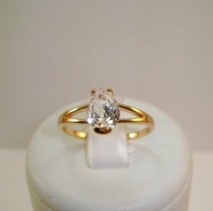 Обычное кольцо «Слезинка» с одним цирконом в форме капли в позолоченной оправе купить. Цена 135 грн