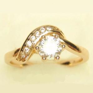 Очаровательное кольцо «Бриан» с прозрачными фианитами и золотым напылением купить. Цена 160 грн