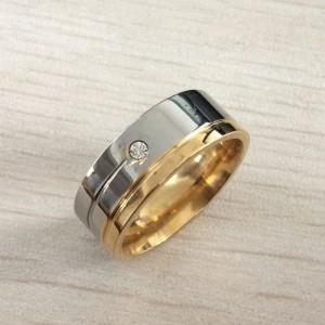 Двухцветное кольцо «Gedeon» из нержавеющей стали с декоративными бороздами и цирконом купить. Цена 165 грн