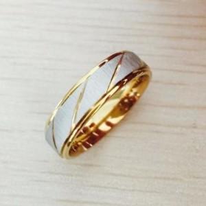 Красивое кольцо «Gedeon» из медицинской стали в двухцветном исполнении с косыми насечками купить. Цена 165 грн