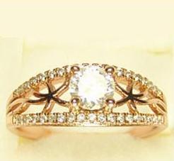 Традиционное кольцо «Ависта» с бесцветными цирконами и качественным золотым покрытием купить. Цена 215 грн