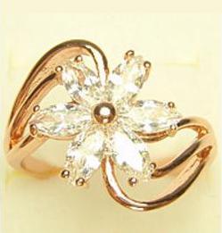 Ажурное кольцо «Флора» с цветком из бесцветных фианитов в позолоченной оправе купить. Цена 220 грн