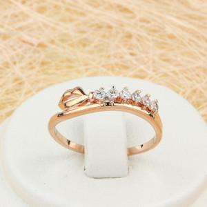 Прикольное кольцо «Губы» с рядочком из фианитов в оправе, покрытой золотом фото. Купить