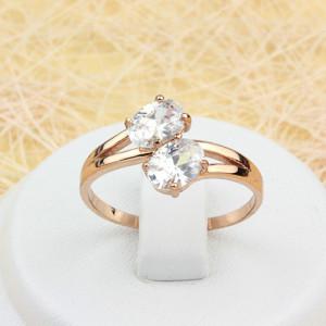 Элегантное кольцо «Поцелуй» с двумя овальными камнями в тонкой позолоченной оправе фото. Купить