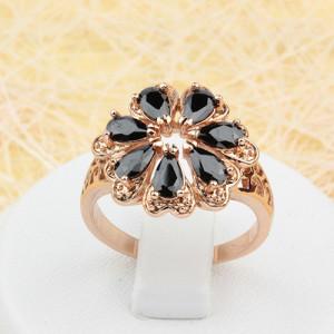 Потрясающее кольцо «Гермини» с чёрными фианитами и 18-ти каратным золотым покрытием купить. Цена 225 грн или 705 руб.