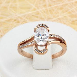 Чудесное кольцо «Восхищение» необычной формы с овальным цирконом и мелкими фианитами в позолоте купить. Цена 225 грн