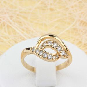 Волнистое кольцо «Изумление» с мелкими фианитами и качественным золотым напылением купить. Цена 199 грн