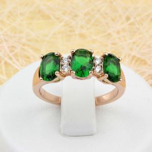 Изумительное кольцо «Изольда» с фианитами изумрудного цвета и 18-ти каратной позолотой купить. Цена 185 грн или 580 руб.