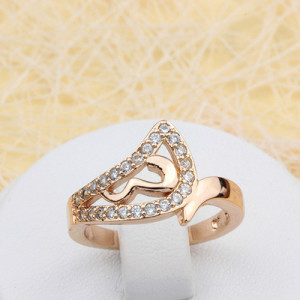 Обворожительное кольцо «Лада» красивой формы с бесцветными фианитами и золотым покрытием купить. Цена 185 грн