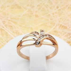 Современное кольцо «Антураж» изящной формы с мелкими цирконами и 18-ти каратной позолотой купить. Цена 155 грн или 485 руб.
