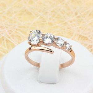 Простое кольцо «Комета» с разновеликими бесцветными кристаллами и золотым напылением купить. Цена 175 грн или 550 руб.