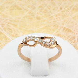 Вычурное кольцо «Миллениум» витой формы с бесцветными цирконами и 18-ти каратной позолотой купить. Цена 135 грн