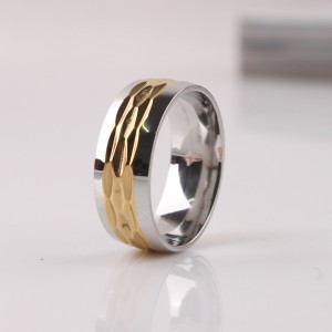 Широкое кольцо «Gedeon» из медицинской стали серебряного цвета с золотой рельефной серединой купить. Цена 165 грн