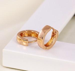 Гладкие серьги-кольца с высококлассной позолотой без камней и страз фото. Купить