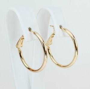 Небольшие серьги в виде гладких колец без камней с золотым покрытием фото. Купить
