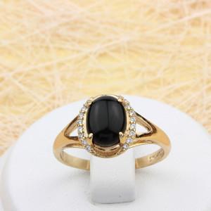 Таинственное кольцо «Оракул» с чёрным овальным камнем и мелкими цирконами в позолоченной оправе фото. Купить