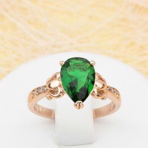 Дамское кольцо «Теодора» с зелёным фианитом в форме капли в красивой позолоченной оправе купить. Цена 185 грн
