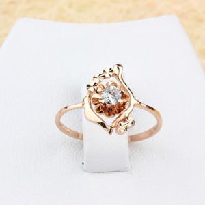Замысловатое кольцо «Поэзия» с ажурным цветком с фианитом и 18-ти каратным золотым покрытием купить. Цена 145 грн