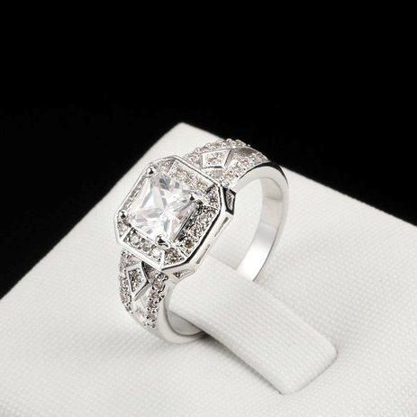 Благородное кольцо «Бродвей» (бренд-ITALINA) с квадратными кристаллом Swarovski и платиновым напылением купить. Цена 199 грн