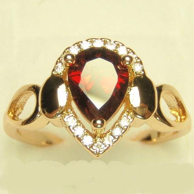 Классической формы кольцо «Страсть» с красным камнем каплевидной формы купить. Цена 185 грн