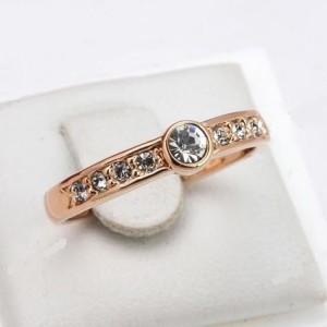 Миниатюрное кольцо «Адриана» (бренд-ITALINA) с небольшими камнями Swarovski и розовой позолотой купить. Цена 155 грн или 485 руб.
