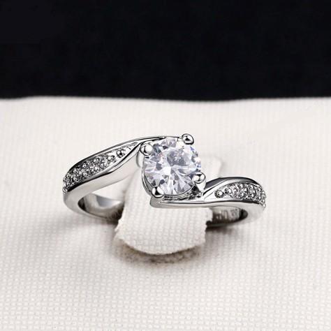 Серебристое кольцо «Бриджит» с кристаллами Сваровски и платиновым напылением купить. Цена 165 грн