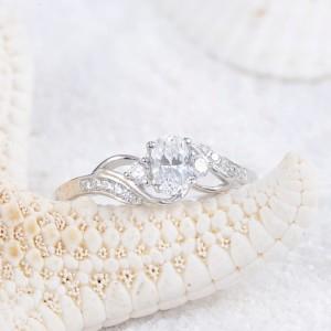 Нежное кольцо «Джованна» (бренд-UMODE) с овальным цирконом и покрытием из платины купить. Цена 195 грн или 610 руб.