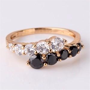 Изумительное кольцо «Претория» с чёрными и бесцветными цирконами в покрытой позолотой оправе купить. Цена 199 грн или 625 руб.