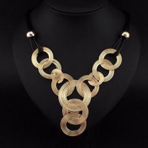 Плоское ожерелье «Диско» в виде переплетёных разновеликих колец на двойном чёрном шнурке купить. Цена 160 грн или 500 руб.