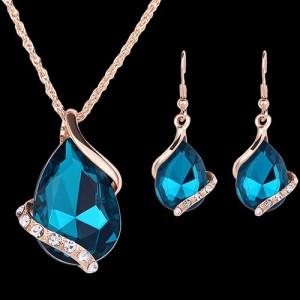 Удивительный набор «Верона» с крупными камнями цвета «морской волны» с покрытием под золото купить. Цена 165 грн или 520 руб.