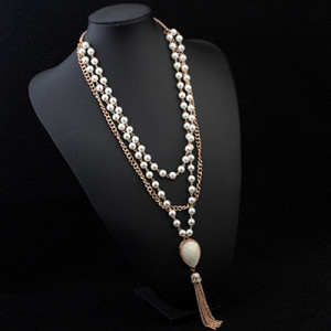 Длинное ожерелье «Зоряна» с цепочкой, жемчужными бусинами и кулоном с кисточкой купить. Цена 210 грн