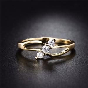 Обаятельное кольцо «Фабия» с тремя маленькими фианитами в тонкой позолоченной оправе фото. Купить