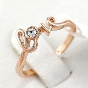 Утончённое кольцо «LOVE» в виде слова с одним кристаллом Сваровски и золотым напылением купить. Цена 145 грн