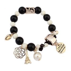 Молодёжный браслет «Ранетка» из чёрно-белых бусин на резинке с золотыми фенечками купить. Цена 89 грн