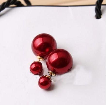 Однотонные серьги «Mise en DIOR» красного цвета с глянцевым отливом купить. Цена 55 грн
