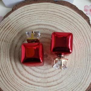 Красные серьги «Mise en DIOR» в форме куба с квадратным камнем фото. Купить