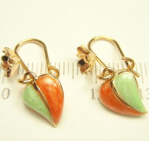 Лёгкие серьги «Осень» в виде листочков с цветной эмалью и качественным золотым напылением фото. Купить