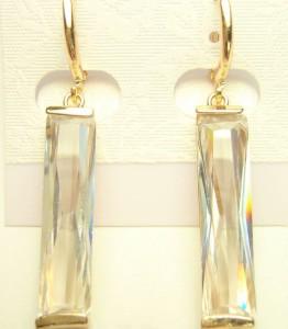 Стильные серьги «Хрусталити» с прямоугольным камнем в оправе с золотым напылением купить. Цена 195 грн или 610 руб.